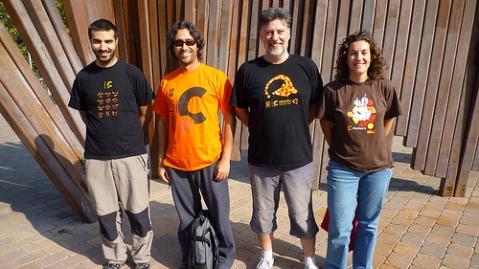 Ubuntu cat people with Ubuntu shirts